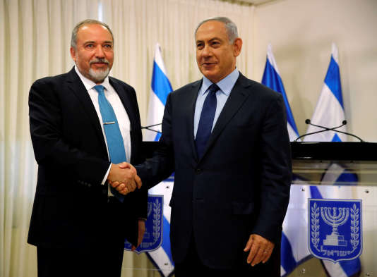Avigdor Lieberman, head of far-right Yisrael Beitenu party, (L) and Israeli Prime Minister Benjamin Netanyahu shake hands after signing a coalition deal to broaden the government's parliamentary majority, at the Knesset, the Israeli parliament in Jerusalem May 25, 2016. REUTERS/Ammar Awad