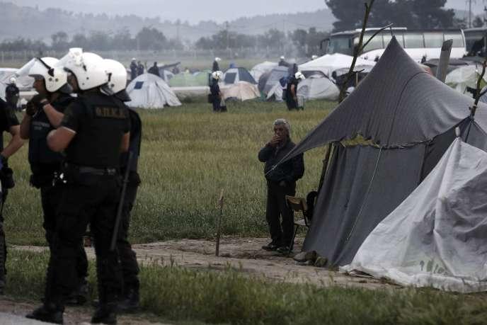 L'évacuation du camp de réfugiés situé à la frontière gréco-macédonienne a débuté le 24 mai 2016.