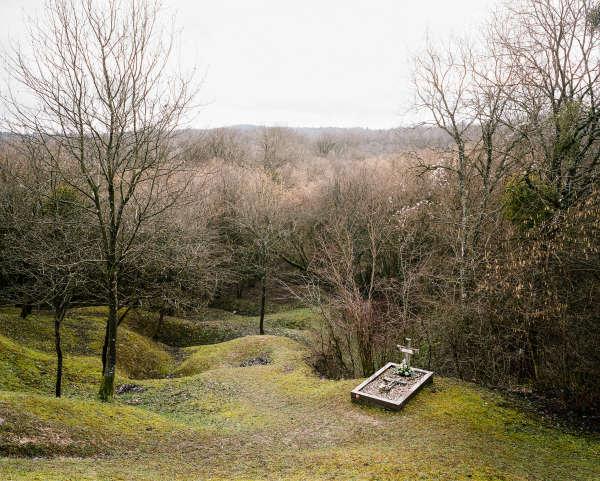 Une tombe de «poilu», en contrebas de la nécropole de Douaumont, qui compte 16000sépultures dans la forêt de Verdun.