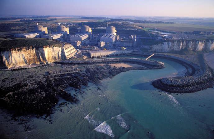 Vue aérienne de la centrale nucléaire de Paluel (Seine-Maritime).