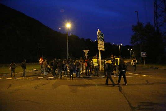 Intervention des forces de l'ordre sur le site pétrolier de Douchy-les-Mines ce matin.