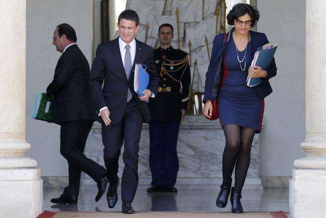 La ministre du travail Myriam El Khomri sort de l'Elysée en compagnie de Manuel Valls, alors premier ministre, le 25mai 2016.