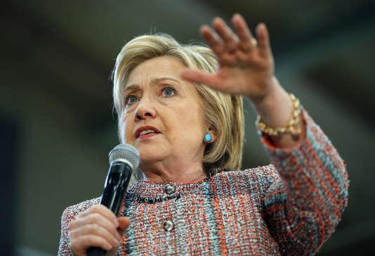 La candidate démocrate Hillary Clinton lors d'un meeting, le 25 mai 2016 à Salinas, en Californie.
