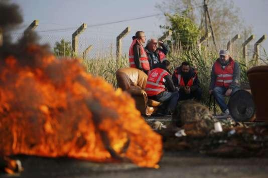 Blocage à l'entréed'un dépôt pétrolier à Donges.