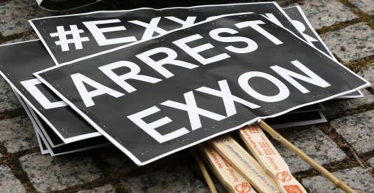 En marge de l'assemblée générale des actionnaires d'Exxon, à Dallas, le 25 mai 2016.