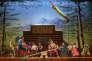 Le Cirque du Soleil se produit au Lyric Theatre, la plus grande salle de Broadway, à New York, avec 1896 places.