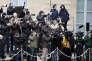 Journalistes dans la cour de l4elysée à paris le 30 mai.