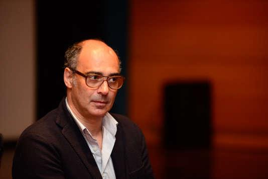 Gadh Charbit lors de la projection du documentaire qu'il a coréalisé avec Anne Véron,«RDA, le mystère des enfants volés», au Goethe-Institut, à Paris, le 10mai.