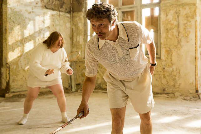 Dans « Men & Chicken», Mads Mikkelsen incarne un inadapté social à la découverte de sa nouvelle famille (ici avec Nicolas Bro).