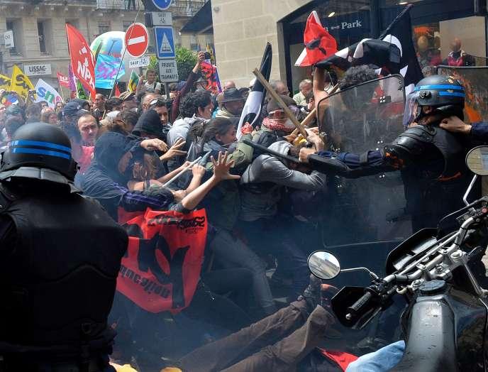 Des violences ont émaillé les manifestations contre la loi travail, ici à Bordeaux le 26 mai.