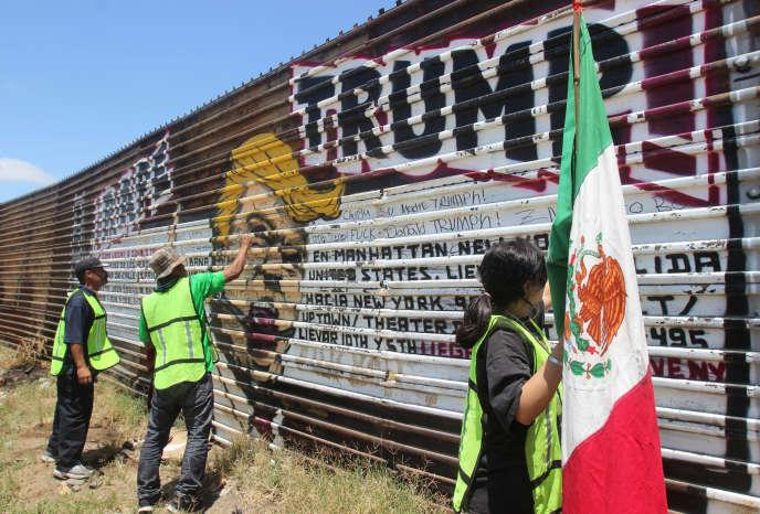 Un graffiti anti-Trump à la frontière entre les Etats-Unis et le Mexique, près de Tijuana en mai.