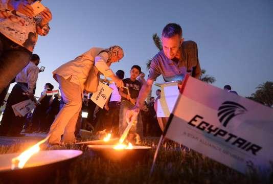 Hommage aux disparus du vol MS804 d'Egyptair, au Caire, le 26 mai 2016.
