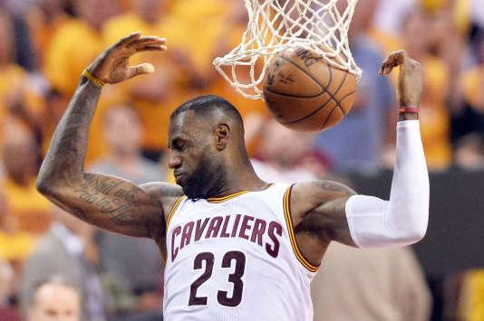 LeBron James lors du match opposant les Cleveland Cavaliers aux Toronto Raptors dans le cadre de la finale de la conférence Est de NBA, le 25 mai 2016.