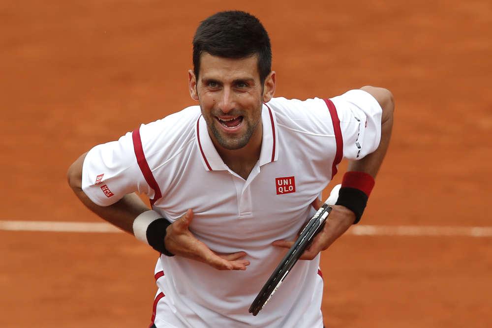 Le numéro 1 mondial, Novak Djokovic, n'a pas forcé sur la terre battue de la porte d'Auteuil pour s'imposer face au Belge Steve Darcis, battu 7-5, 6-3, 6-4.