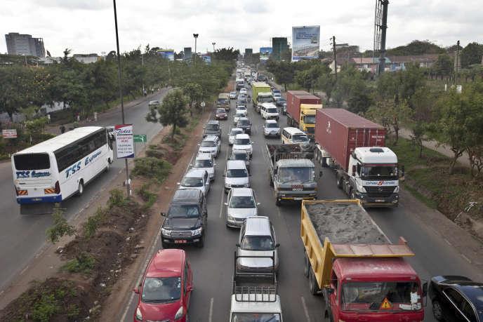 Embouteillages dans le centre de Nairobi en raison de la protestation des taxis contre l'implantation d'Uber au Kenya, le 14 avril 2015.