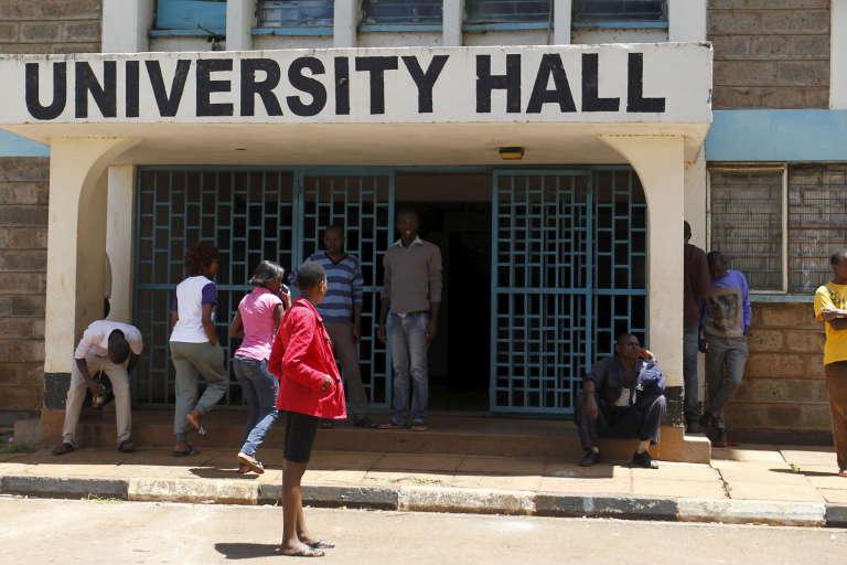Des étudiants sur le campus de l'université de Nairobi, au Kenya.