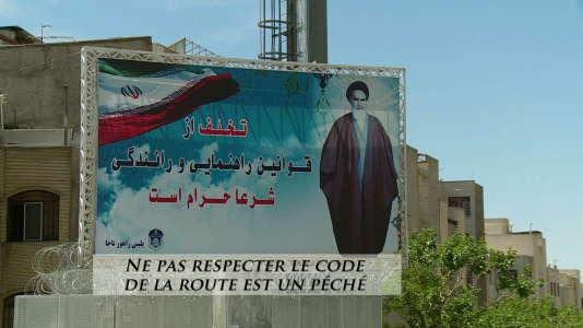 Traduction dans le documentaire, d'un panneau d'avertissement en Iran.