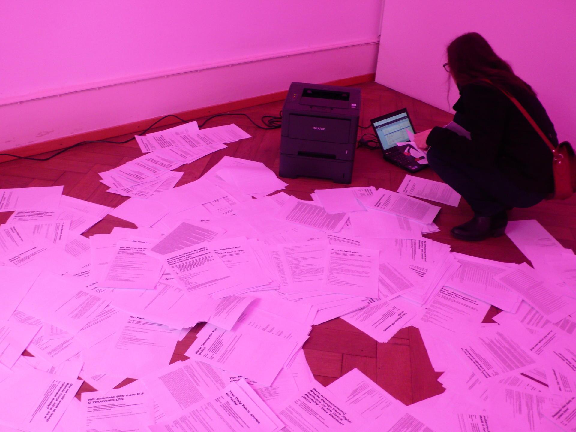 Une partie des fichiers dérobés à Ashley Madison, qu'il est possible d'imprimer dans l'exposition.