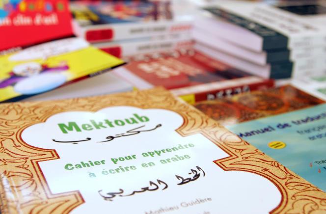 Cahier d'apprentissagede l'arabe présenté lors du salon Expolangues, en 2006.