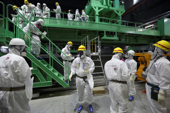 Des salariés de Tepco dans le réacteur 4 de Fukushima, en novembre2013.
