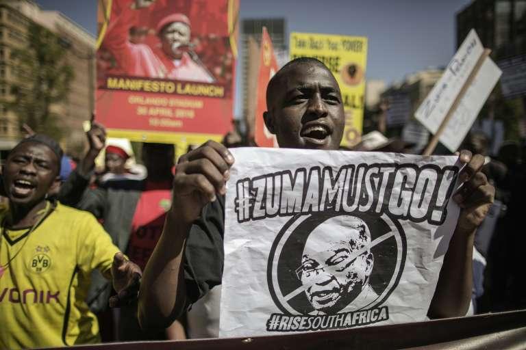 Manifestation contre le président sud-africain Jacob Zuma, à Johannesburg le 27 avril.