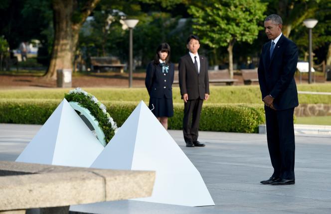 Barack Obama, devant le cénotaphe du Mémorial de la paix de Hiroshima, vendredi 27 mai.