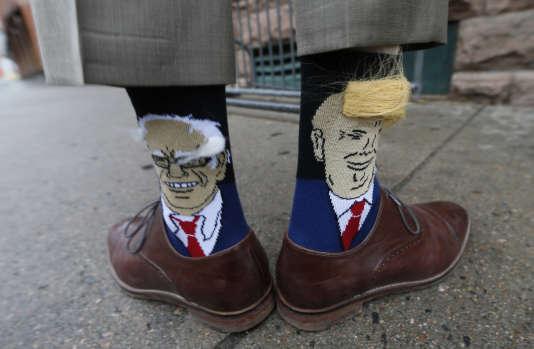 Les chaussettes de John Hickenlooper, legouverneur démocrate du Colorado, avec les portraits de Bernie Sanders et de Donald Trump, le26mai2016.