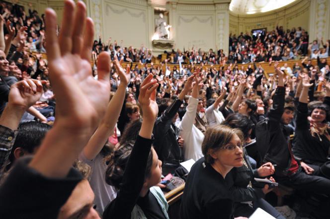 Amphithéatre de la Sorbonne, l'une des universités qui proposent des doubles licences ou bi-cursus.AFP PHOTO / ERIC FEFERBERG