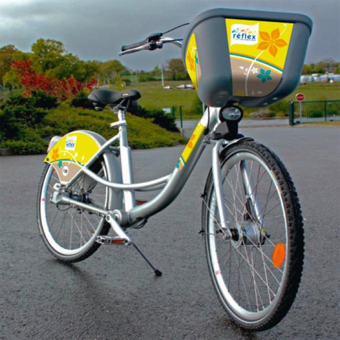Jugés trop coûteux par la municipalité, les vélos en libre-service de Chalon-sur-Saône (Saône-et-Loire) Réflex, petits frères des Vélib' parisiens, ont été retirés.