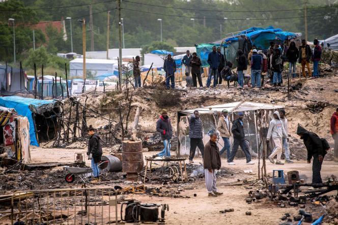 Selon le dernier comptage réalisé par la préfecture mi-mai, la population totale vivant au camp de la Lande à Calais, surnommé « la Jungle », s'élève à 3 913 migrants.