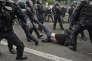 Des policiers procèdent à l'interpellation d'un manifestant, le 26 mai à Paris, à l'issue d'une marche contre la loi Travail.