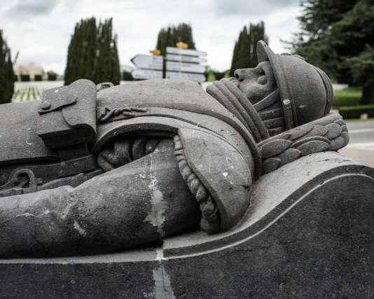 Monument du soldat Droit., à la mémoire d'Andrée Thome (1879-1916).  1916/2016 les 100 ans de la bataille de Verdun.