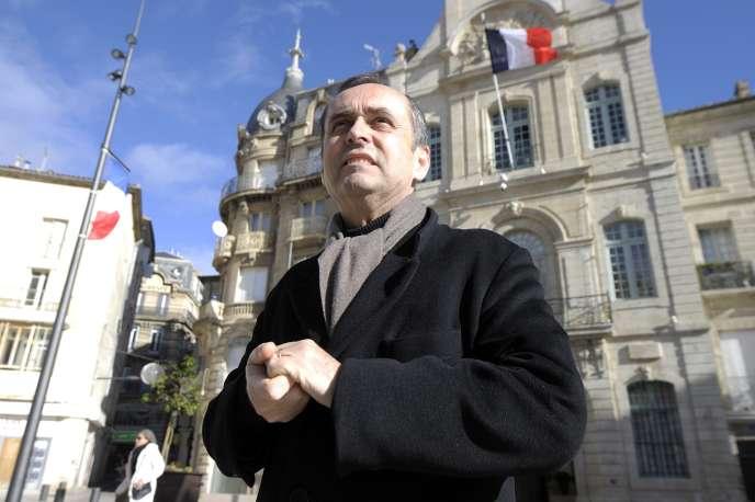 Robert Ménard, devant la mairie de Béziers (Hérault), le 28 janvier 2014.