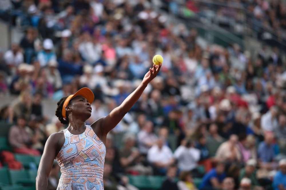 Venus Williams a battu Alizé Cornet en trois sets, infligeant un sévère 6-0 dans la dernière manche.