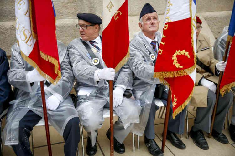 François Hollande et Angela Merkel participent à la commémoration du centenaire de la bataille de Verdun. Douaumont, dimanche 29 mai 2016 - 2016©Jean-Claude Coutausse / french-politics pour Le Monde
