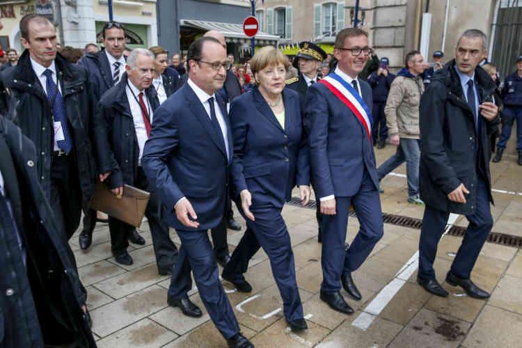 Les deux dirigeants ont remis le prix De Gaulle Adenauer, récompensant les actions en faveur de la paix, au maire de la ville Samuel Hazard.