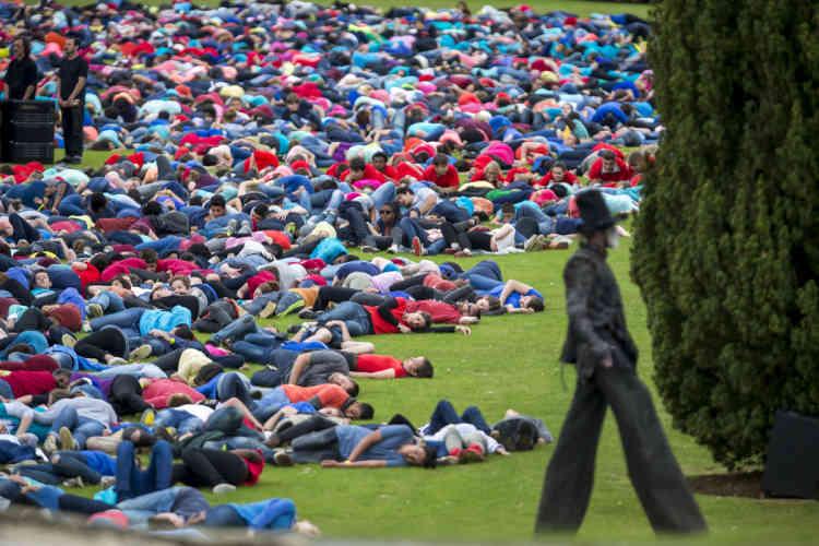 Pendant les commémoration au mémorial de Douaumont.