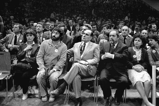 André Rousselet (au 2e rang à droite) lors d'un meeting électoral à l'occasion de la campagne présidentielle de François Mitterrand, 1981.