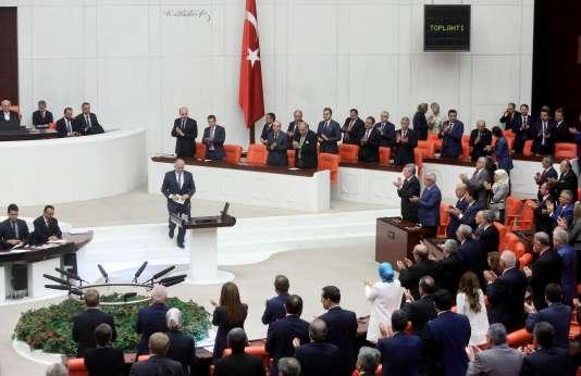 Le 65e gouvernement turc, dirigé par le nouveau premier ministre Binali Yildirim, a obtenu dimanche 29 mai la confiance du Parlement.