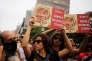 Des manifestantes brandissent des pancartes contre la « culture du viol» pendant la Gay Pride à Sao Paulo, au Brésil, dimanche 29 mai 2016.
