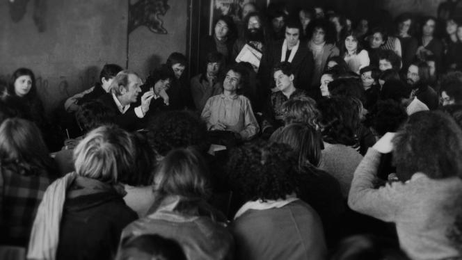 Le professeur de philosophie Gilles Deleuze à l'Université Paris 8 de Vincennes, en 1975