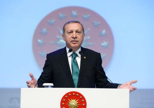 « Aucune famille musulmane » ne peut accepter la contraception et le planning familial, aestimé le président turc Recep Tayyip Erdogan, le 30 mai 2016 à Istanbul.