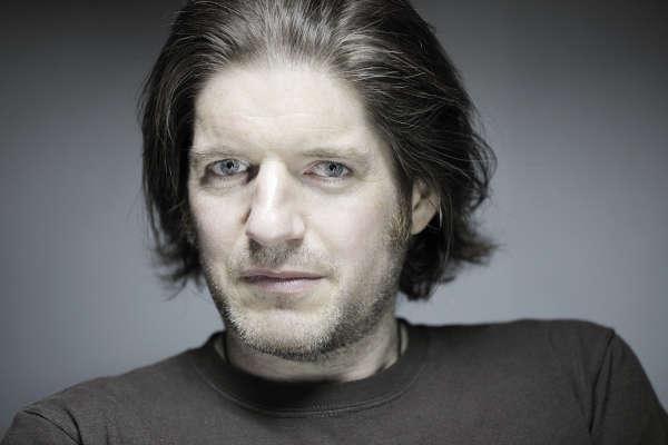 Charlie Adlard, 49ans, a succédé à Tony Moore pour dessiner la bande dessinée «TheWalking Dead».