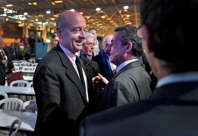 Alain Juppé et Nicolas Sarkozy, au conseil national du parti Les Républicains, à Paris, le 13 février.