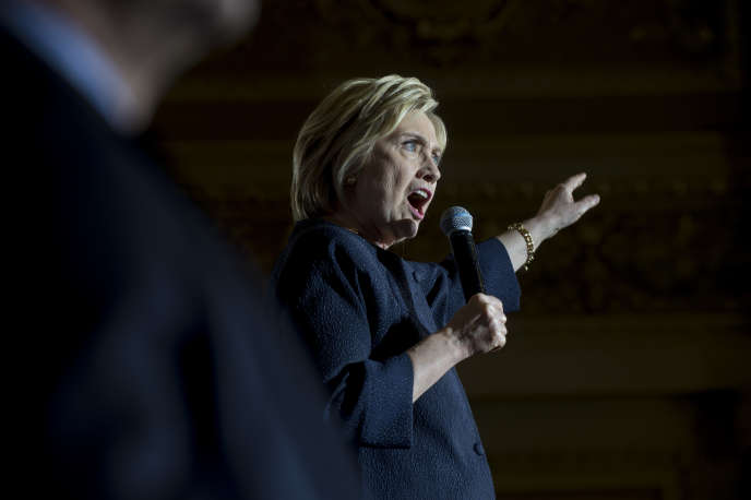 Désormais, 67 % des électeurs estiment qu'Hillary Clinton n'est pas honnête ou digne de confiance, au lieu de 62 % en juin, soit avant la décision de la justice américaine sur l'utilisation des courriels. A San Francisco, le 26 mai.