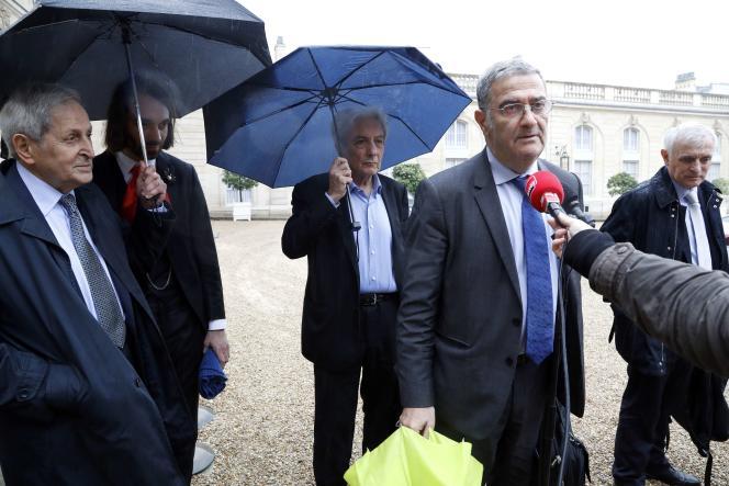 Serge Haroche et quatre autres grands chercheurs étaient reçus à l'Elysée, le 30 mai.
