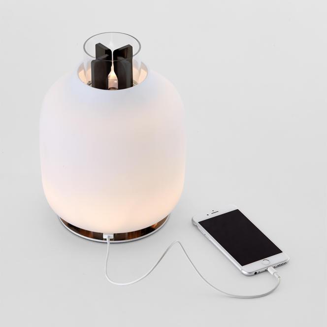 Lampe Candela à Led et recharge pour mobiles, par Francisco Gomez Paz pour la marque Astep, 2016.
