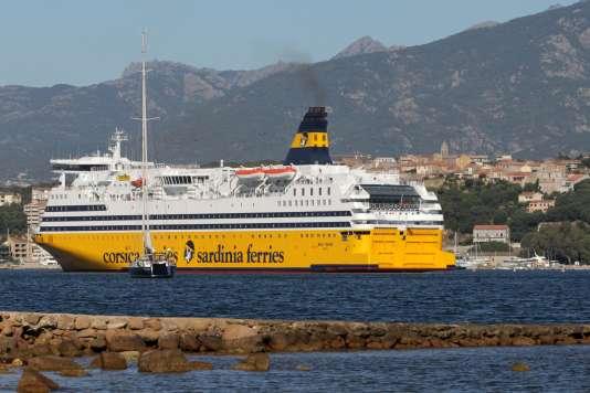 Un navire de la compagnie Corsica Ferries, dans le port de Porto-Vecchio, en Corse, le 31 mai.