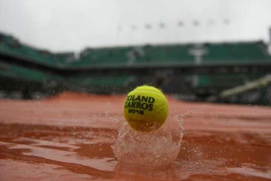 Pour la première fois en seize ans, aucun match ne fut joué à Roland-Garros lundi 30 mai.