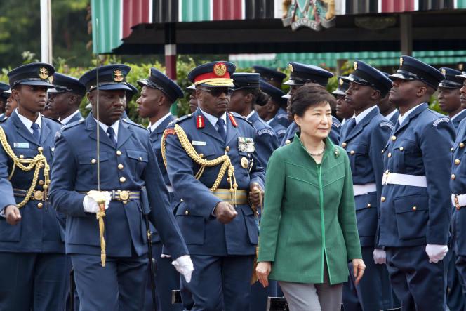 Avant sa venue en France, la présidente sud-coréenne s'est rendue au Kenya, pour une visite d'Etat de deux jours, ici le 31 mai 2016.